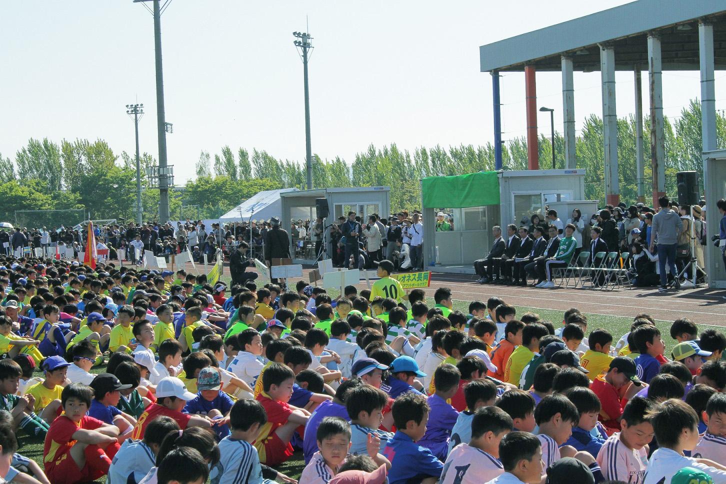 TeNYちびっこミニサッカーフェスタU-10開会式の様子